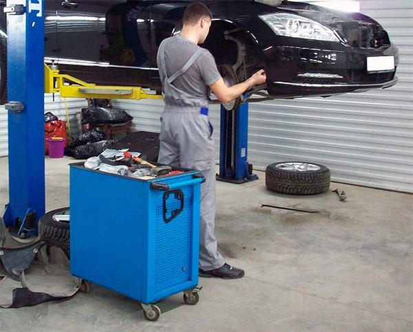 Тележка на колёсах для сервиса